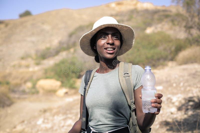 Vrouw op een reis stock afbeeldingen