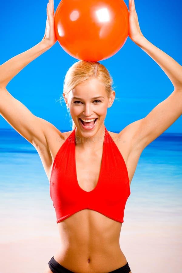 Vrouw op het strand royalty-vrije stock foto