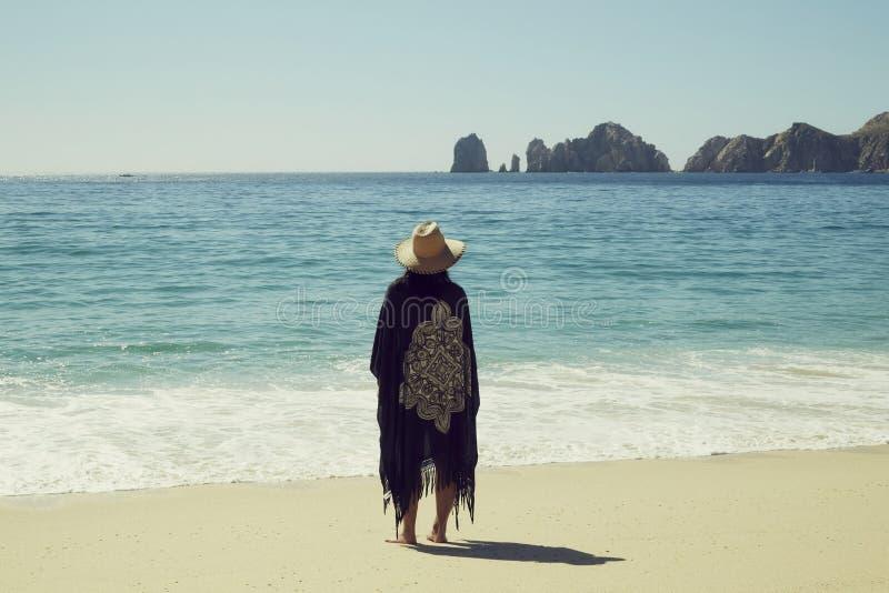 Vrouw op het strand, Los Cabos, Baja Californië Sur, México royalty-vrije stock fotografie