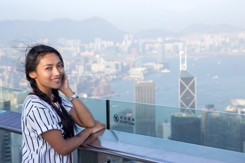 Vrouw op het vooruitzicht over Hong Kong royalty-vrije stock foto's