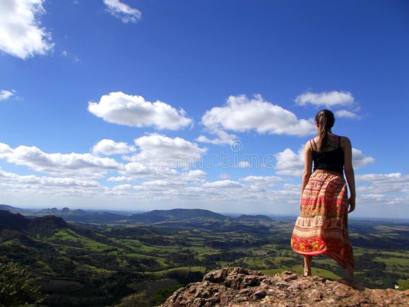 Vrouw op hoogste berg royalty-vrije stock foto's