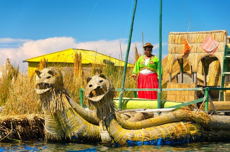 Vrouw op Meer Titicaca stock afbeelding