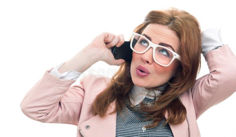In vrouw op telefoon stock foto's