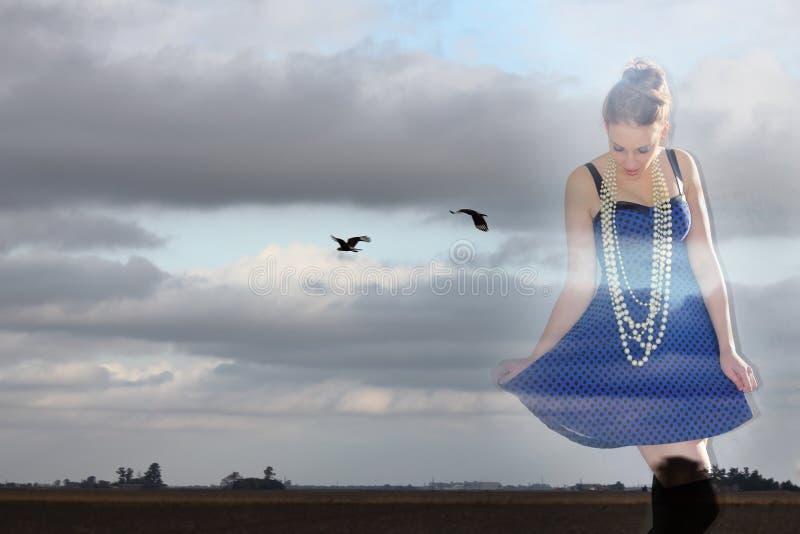 Vrouw op vogels royalty-vrije stock afbeelding