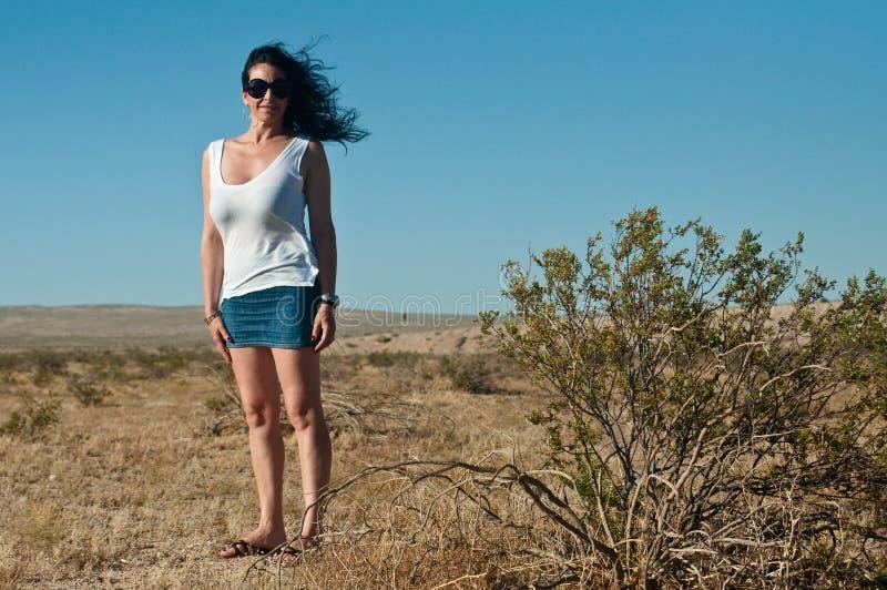 Vrouw op woestijn dichtbij Las Vegas royalty-vrije stock fotografie