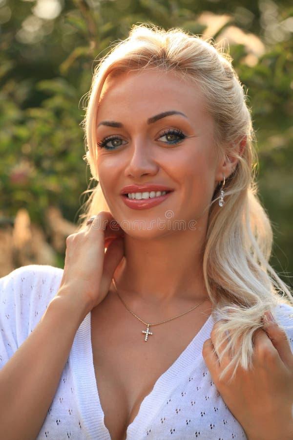 Download Vrouw in openlucht stock foto. Afbeelding bestaande uit lucht - 10781186