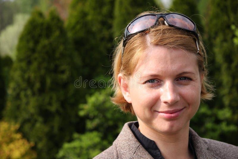 Vrouw in openlucht royalty-vrije stock foto's