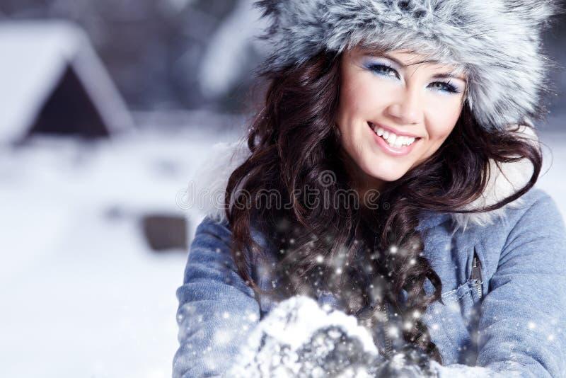 Vrouw openlucht in de winter royalty-vrije stock foto's