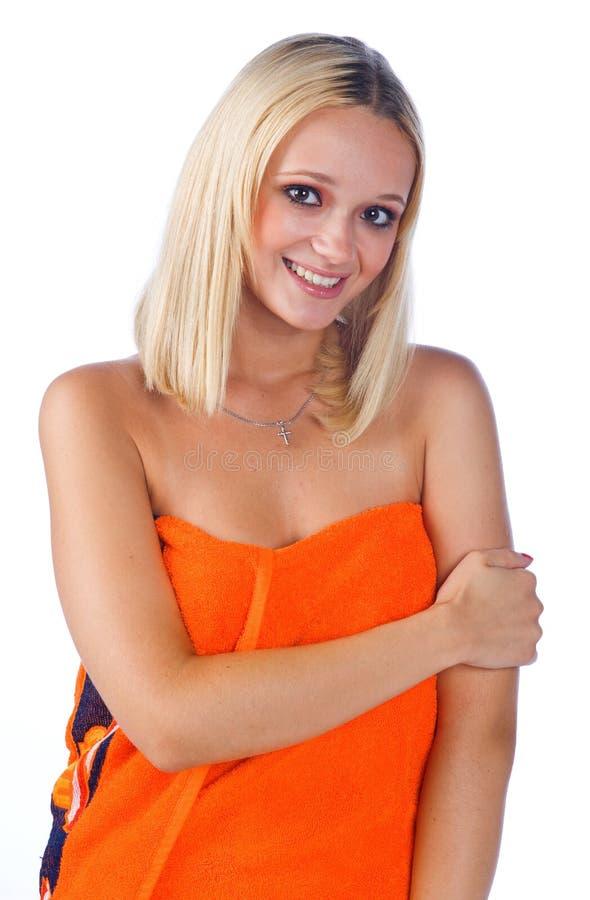 Vrouw in oranje handdoek royalty-vrije stock fotografie