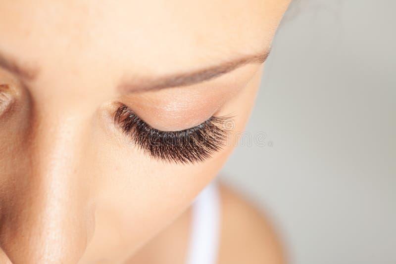 Vrouw Oyes met Long Eyelashes Eyelash-extensie Mooie Lashes stock foto