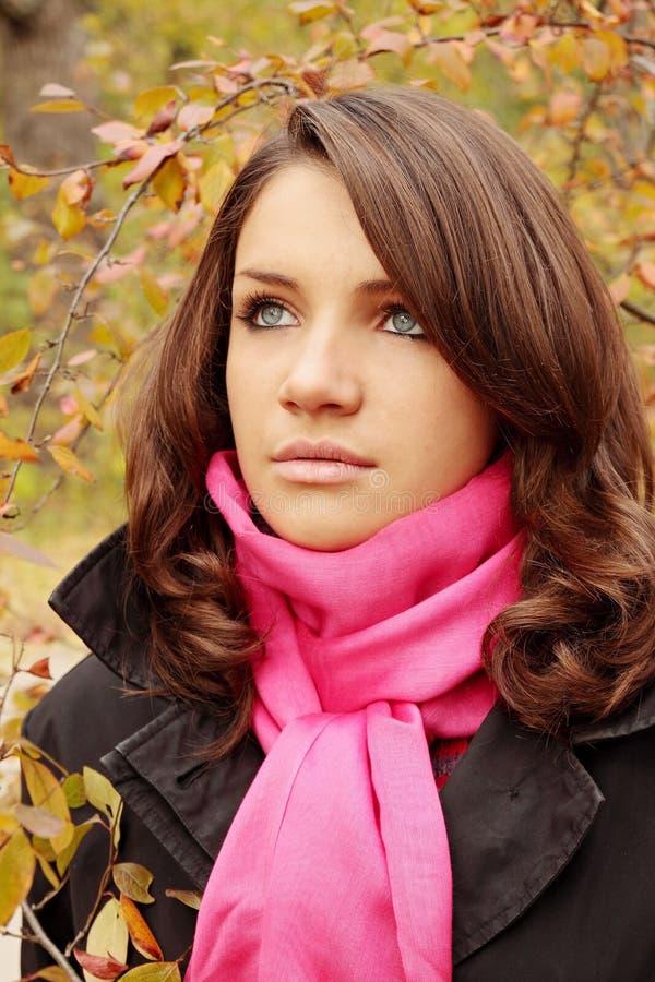 Vrouw in park royalty-vrije stock foto's