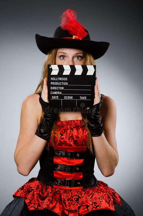Vrouw in piraatkostuum stock foto