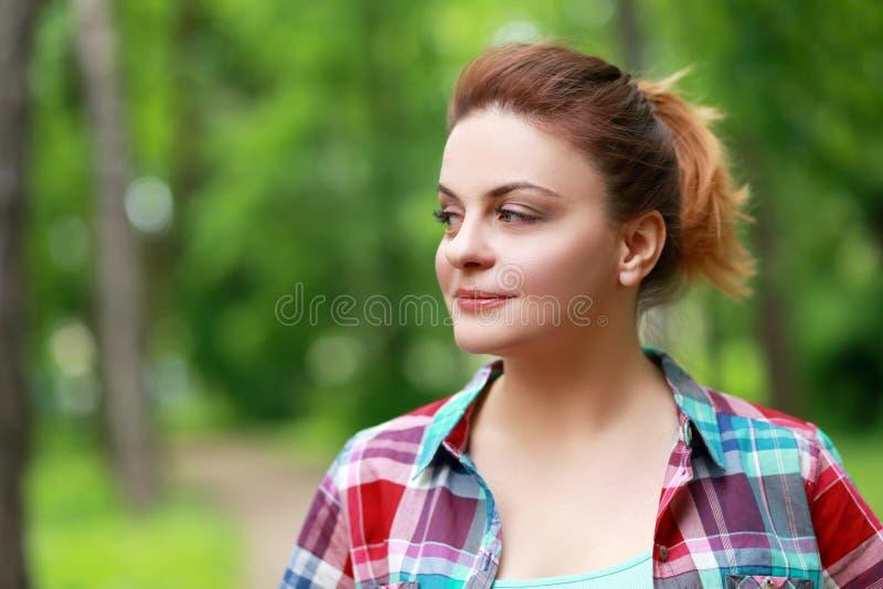 Vrouw in platteland stock afbeelding
