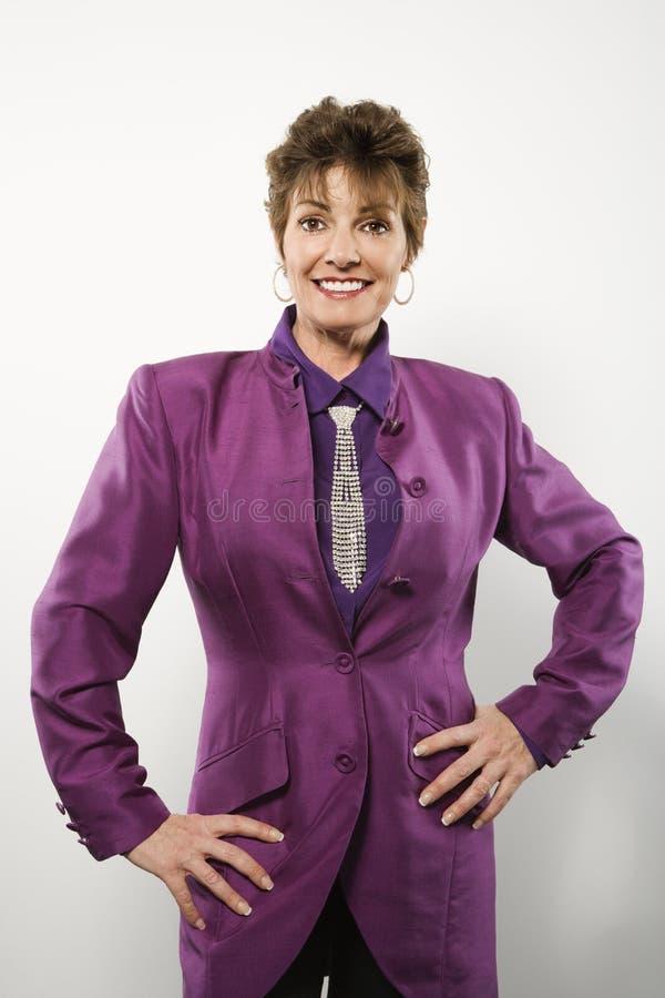 Vrouw in purper kostuum. royalty-vrije stock foto's