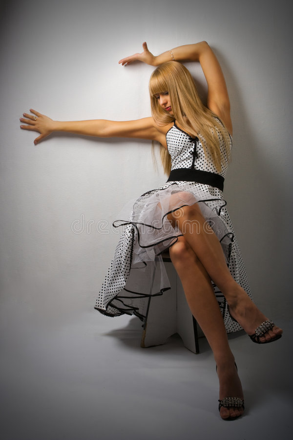 Vrouw in retro kleding stock afbeeldingen