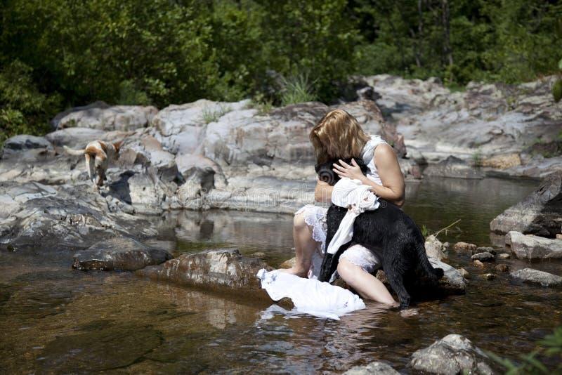 Vrouw in rivier royalty-vrije stock afbeelding