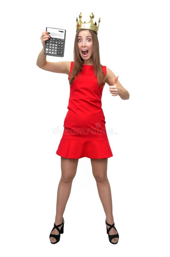 Vrouw in rode kleding met calculator royalty-vrije stock fotografie