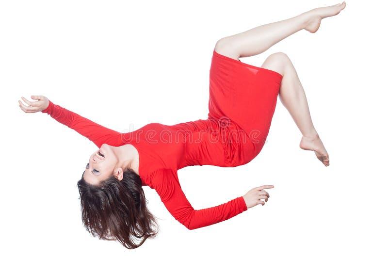 Vrouw in rode kledingsdalingen royalty-vrije stock afbeelding