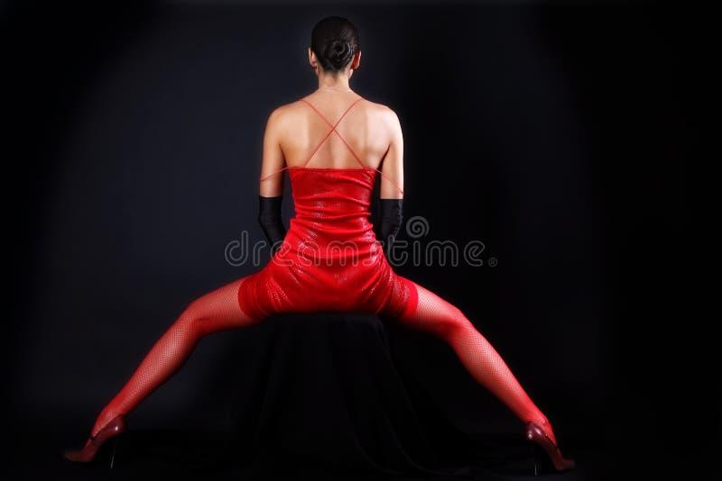 Vrouw in rode uitrusting royalty-vrije stock afbeelding