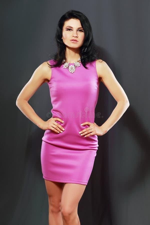 Vrouw in roze kleding royalty-vrije stock afbeelding