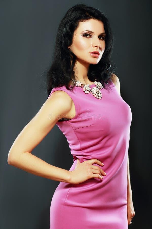 Vrouw in roze kleding royalty-vrije stock foto