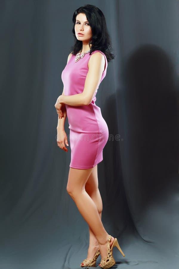 Vrouw in roze kleding royalty-vrije stock fotografie