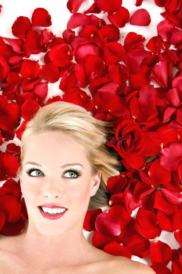 Vrouw in rozen royalty-vrije stock foto