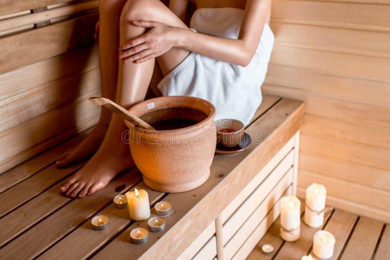 Vrouw in sauna royalty-vrije stock foto's