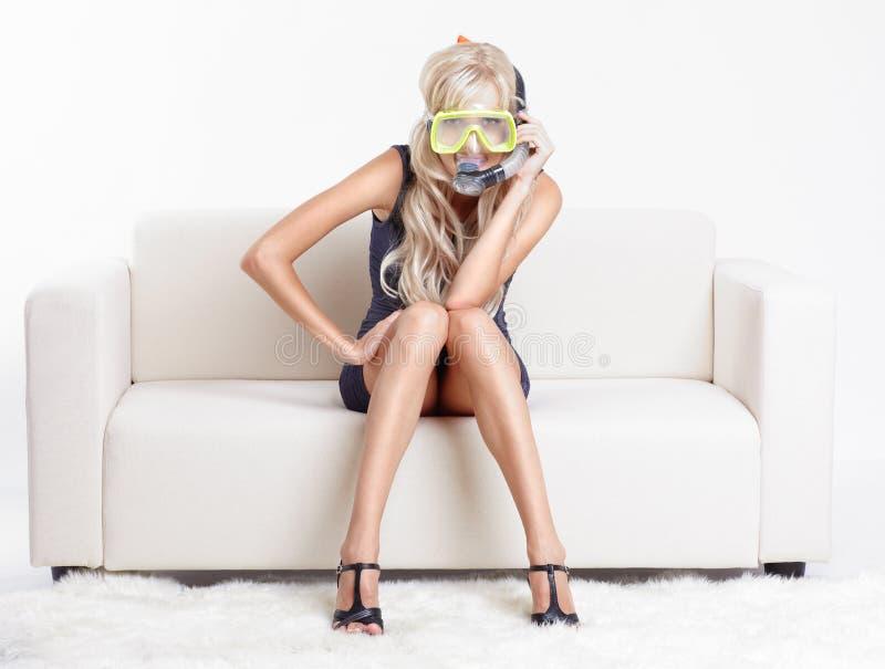 Vrouw in scuba-uitrustingsmasker royalty-vrije stock afbeelding