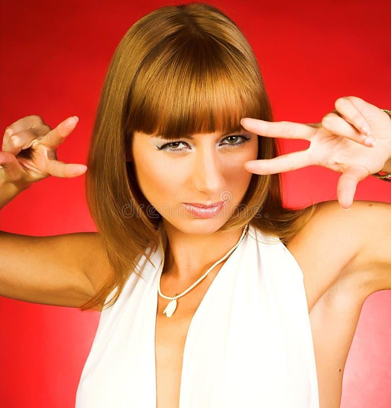 Download Vrouw In Sexy Kleding Over Rode Achtergrond Stock Foto - Afbeelding bestaande uit blij, dame: 10784246