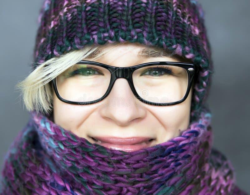 Vrouw in sjaal royalty-vrije stock foto's