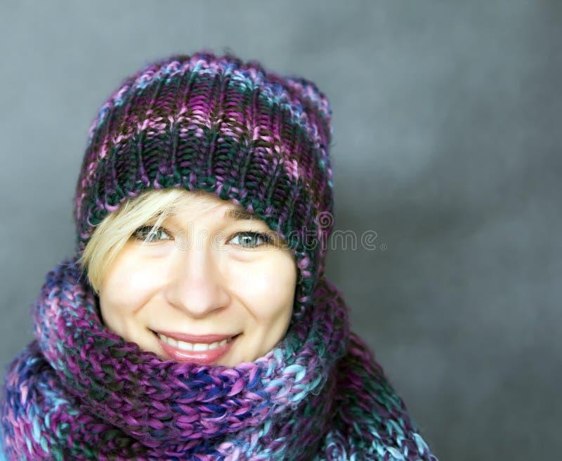 Vrouw in sjaal stock foto