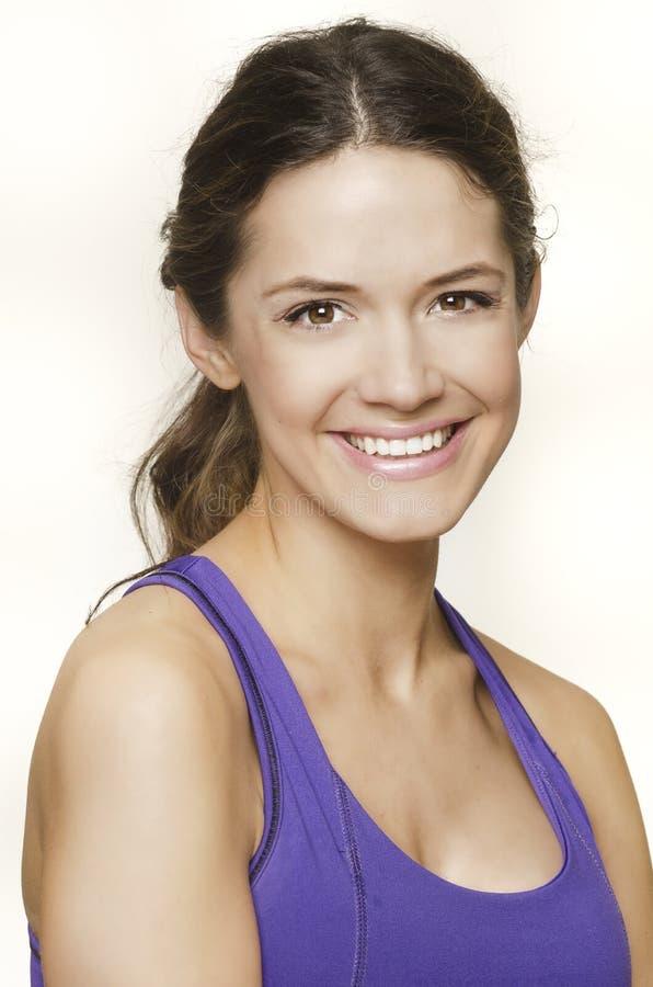 Download Vrouw In Sportkleding Het Glimlachen Stock Afbeelding - Afbeelding bestaande uit verlies, mensen: 29511761