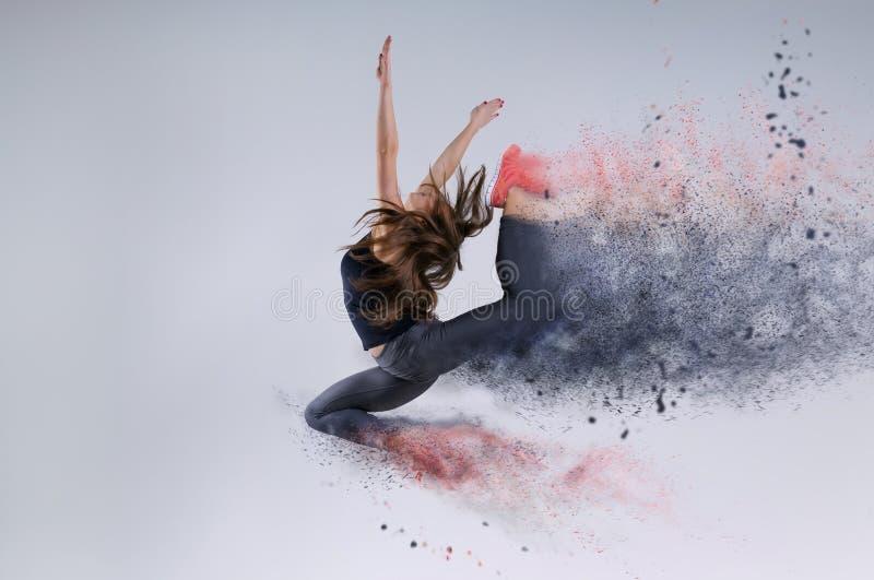 Vrouw in sprong Bevroren motie stock foto's