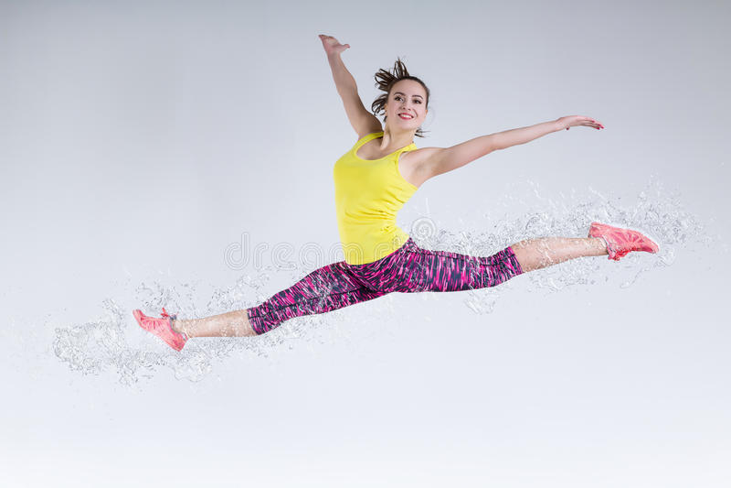 Vrouw in sprong Bevroren motie stock foto