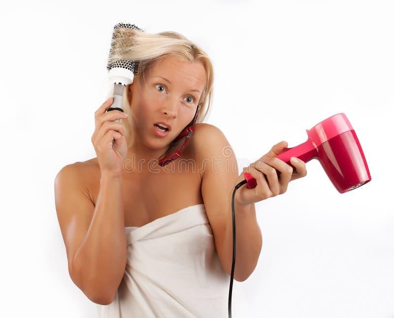 Vrouw talkig telefonisch na bad royalty-vrije stock foto