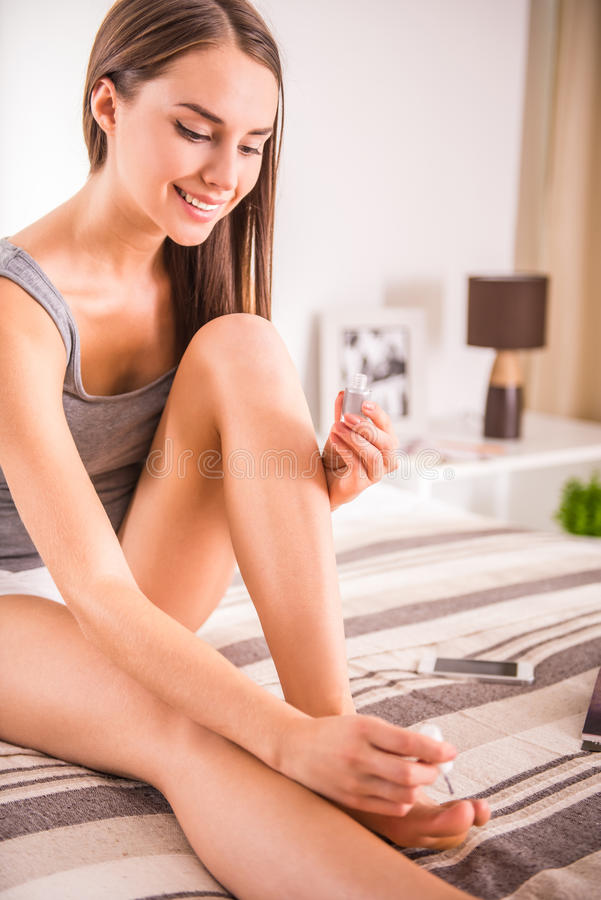 Vrouw thuis stock afbeelding