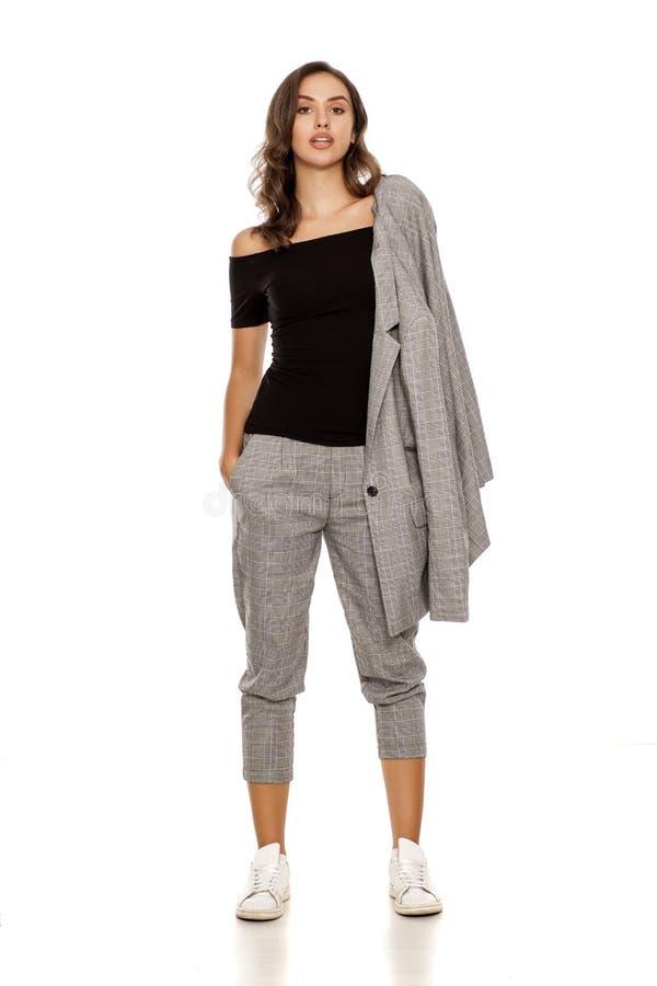 Vrouw in toevallig kostuum stock foto