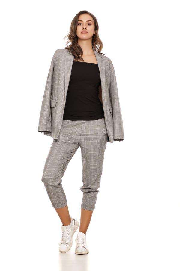 Vrouw in toevallig kostuum royalty-vrije stock foto