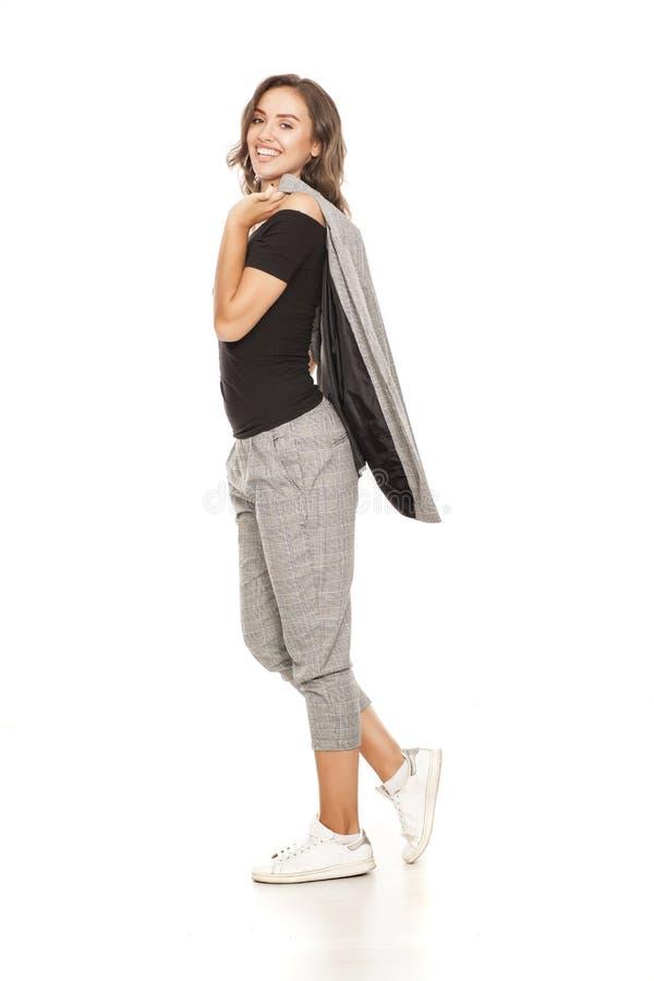 Vrouw in toevallig kostuum stock foto's