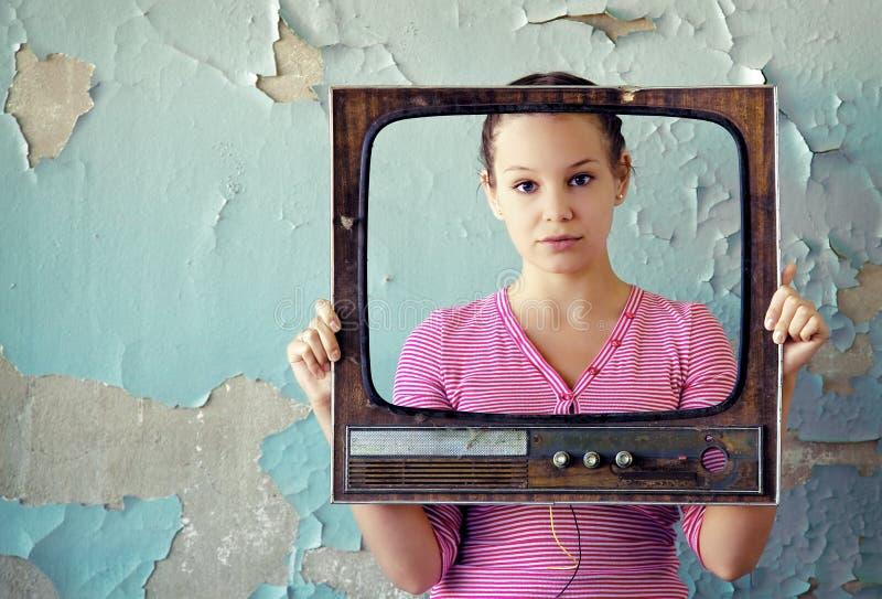 Vrouw in TVframe stock foto's