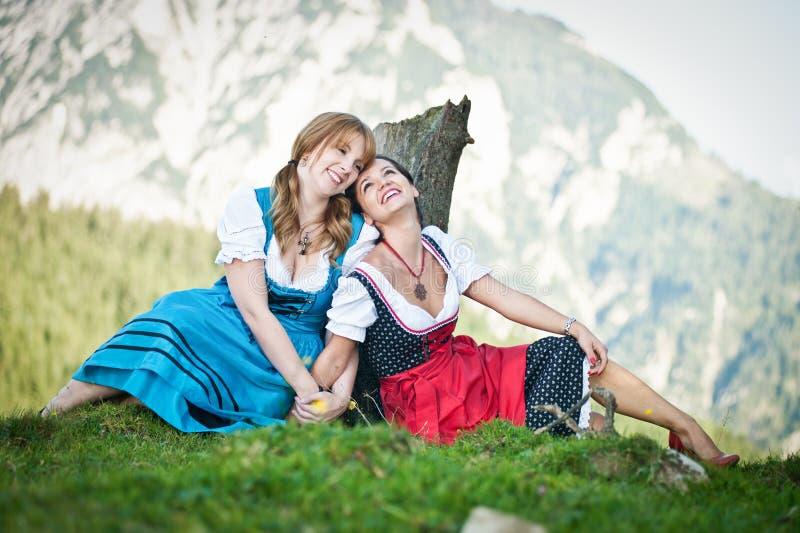 Vrouw twee in Dirndl royalty-vrije stock afbeeldingen