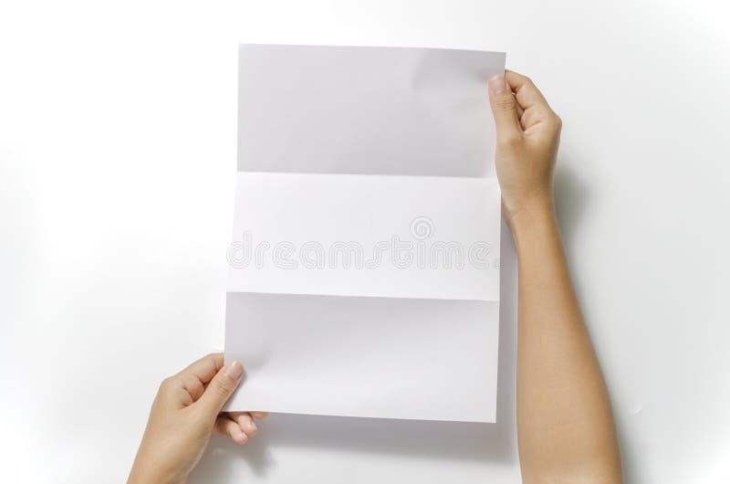 Vrouw twee handen die document houden stock fotografie
