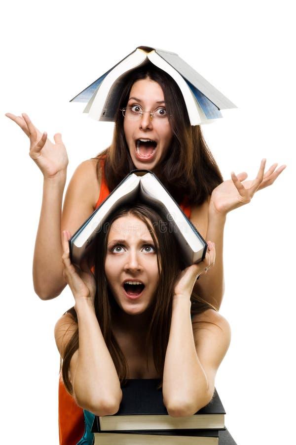 Vrouw twee keurde enkel aan universiteit goed royalty-vrije stock afbeeldingen