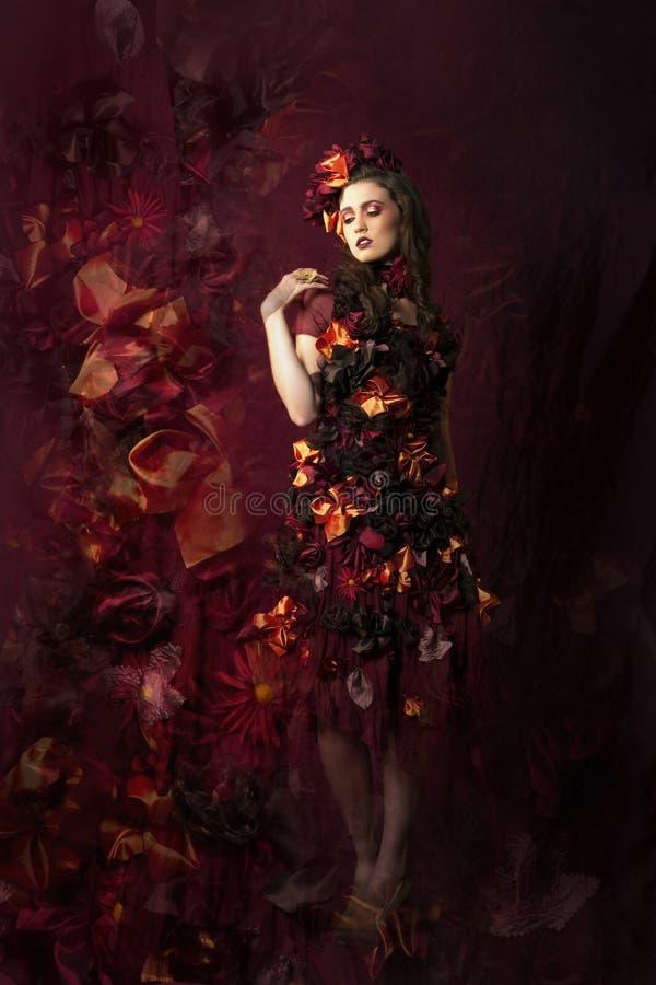 Vrouw van de de herfst de bloemenfantasie stock fotografie