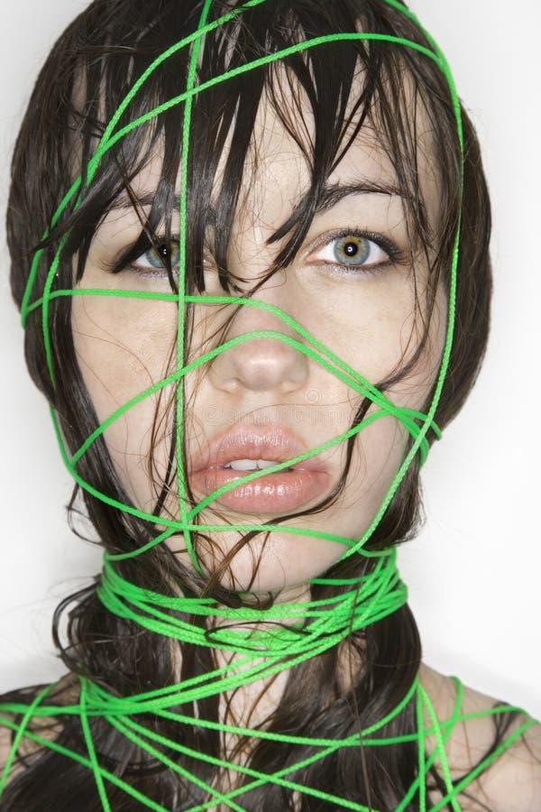 Vrouw verbindend met koord. stock afbeeldingen