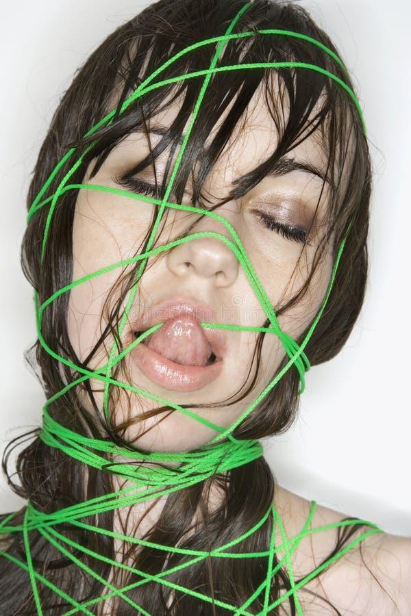 Vrouw verbindend met koord. royalty-vrije stock foto
