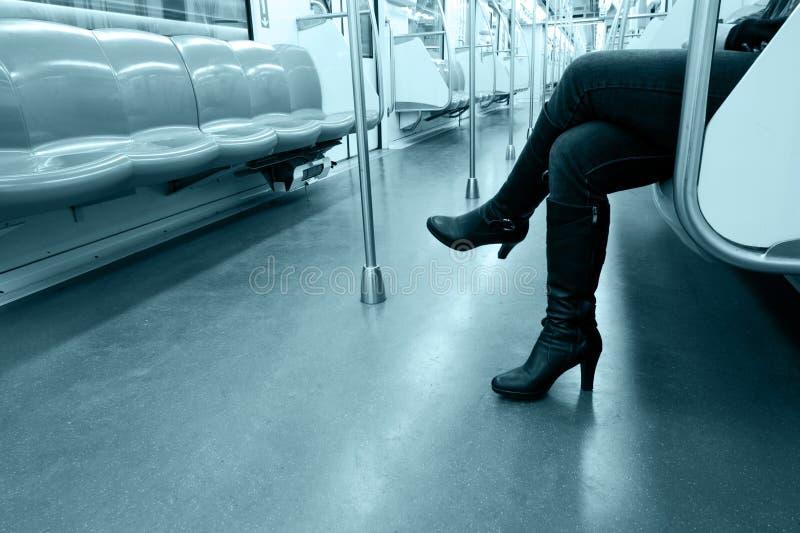 Vrouw in vervoer stock fotografie