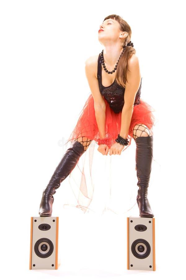 Vrouw in vervoeringen met muziek stock foto