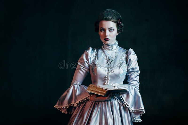 Vrouw in Victoriaanse kleding stock foto